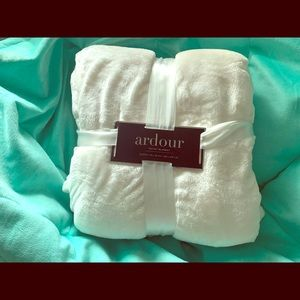 Other - Ardour cream velvet blanket